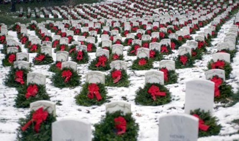 wreaths at arlington cemetary at christmas